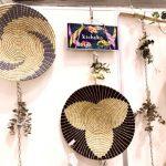 【『エコプロ〜環境とエネルギーの未来展』より ③】フェアトレード雑貨通販店〈キチェコ〉が届ける、タンザニア『ウィメンクラフト』の手編みバスケットと アフリカ自立支援への想い